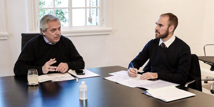 El Presidente Alberto Fernández, junto al Ministro de Economía, Martín Guzman.